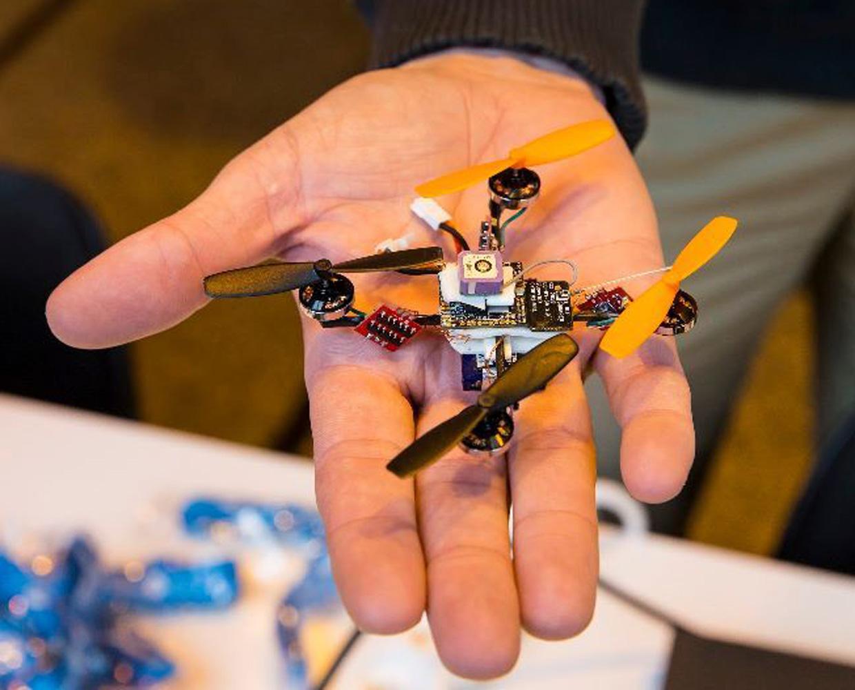 các thiết bị bay nhỏ