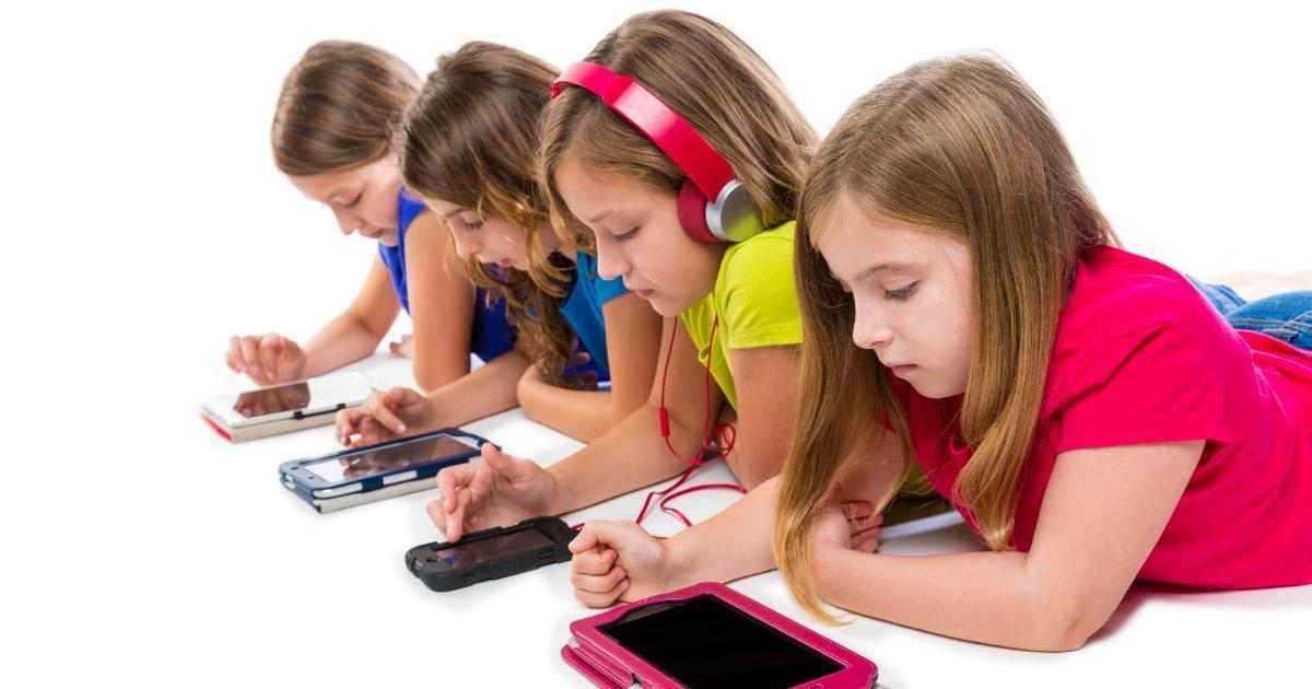 Trẻ luôn luôn xin được sử dụng các thiết bị công nghệ và xuất hiện tình trạng nói dối