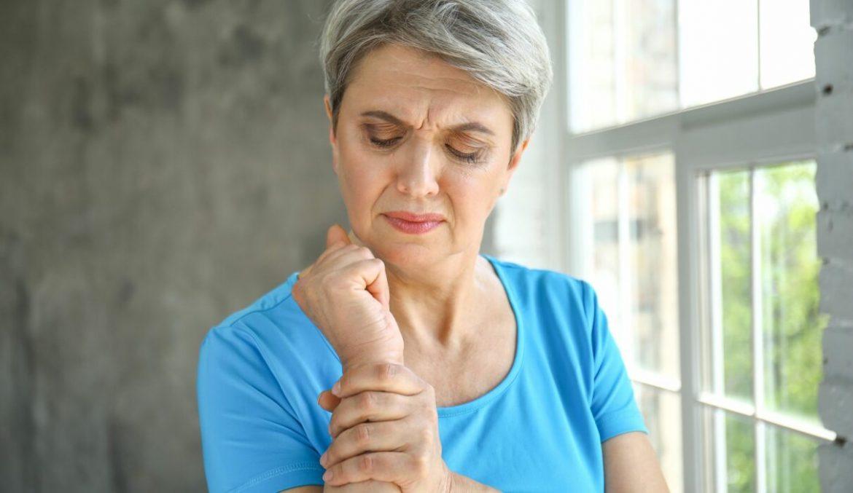 Dấu hiệu nhận biết và cách phòng tránh bệnh loãng xương