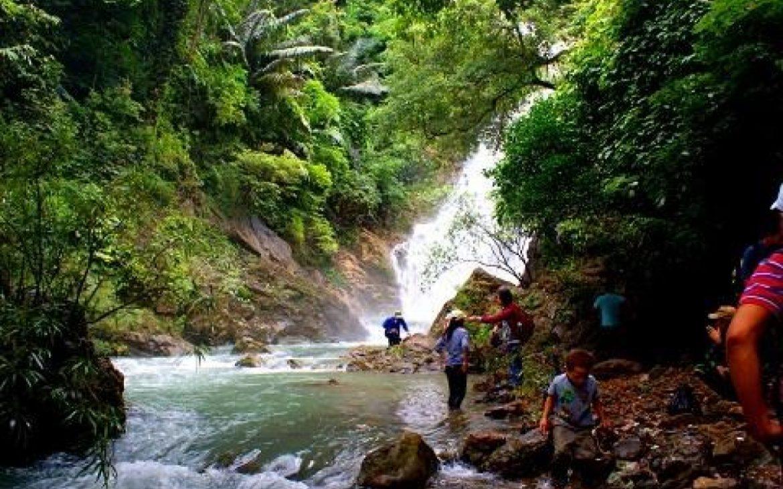 Địa điểm du lịch nổi bật – Thác nước giữa chốn rừng xanh