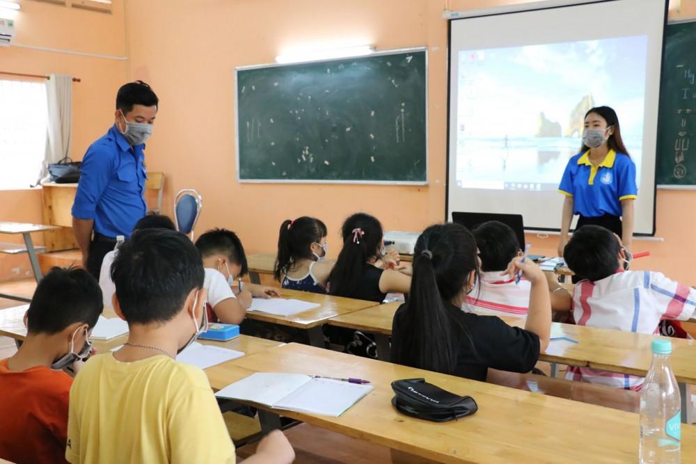 """Hạnh phúc từ những """"lớp học yêu thương"""" cho trẻ em nghèo tại Quảng Trị"""
