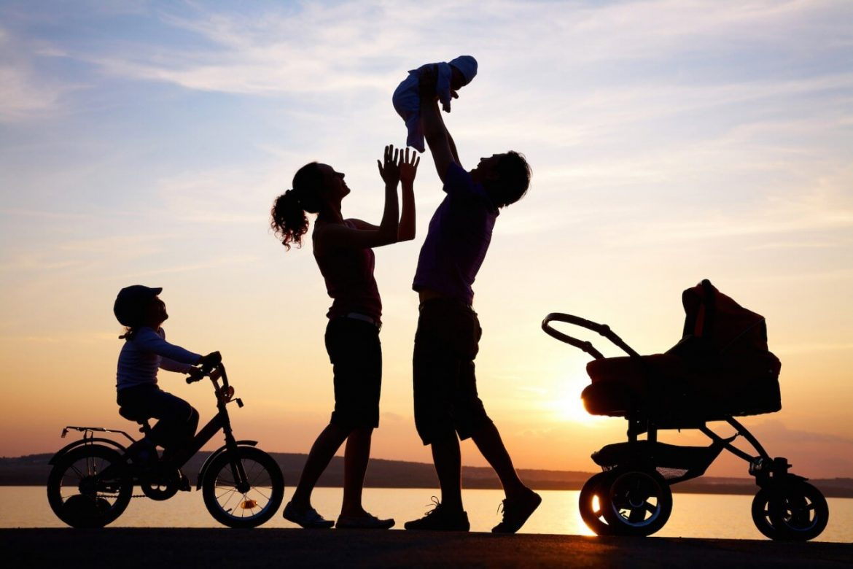 Lý do cha mẹ nên dành nhiều tình yêu thương cho con hơn