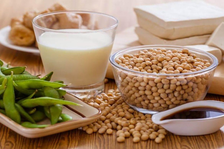 Người cao tuổi nên ăn nhiều đậu nành để phòng bệnh loãng xương