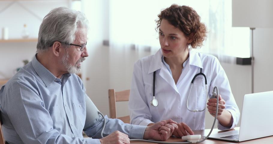 Những điều bạn cần biết về bệnh huyết áp thấp ở người cao tuổi