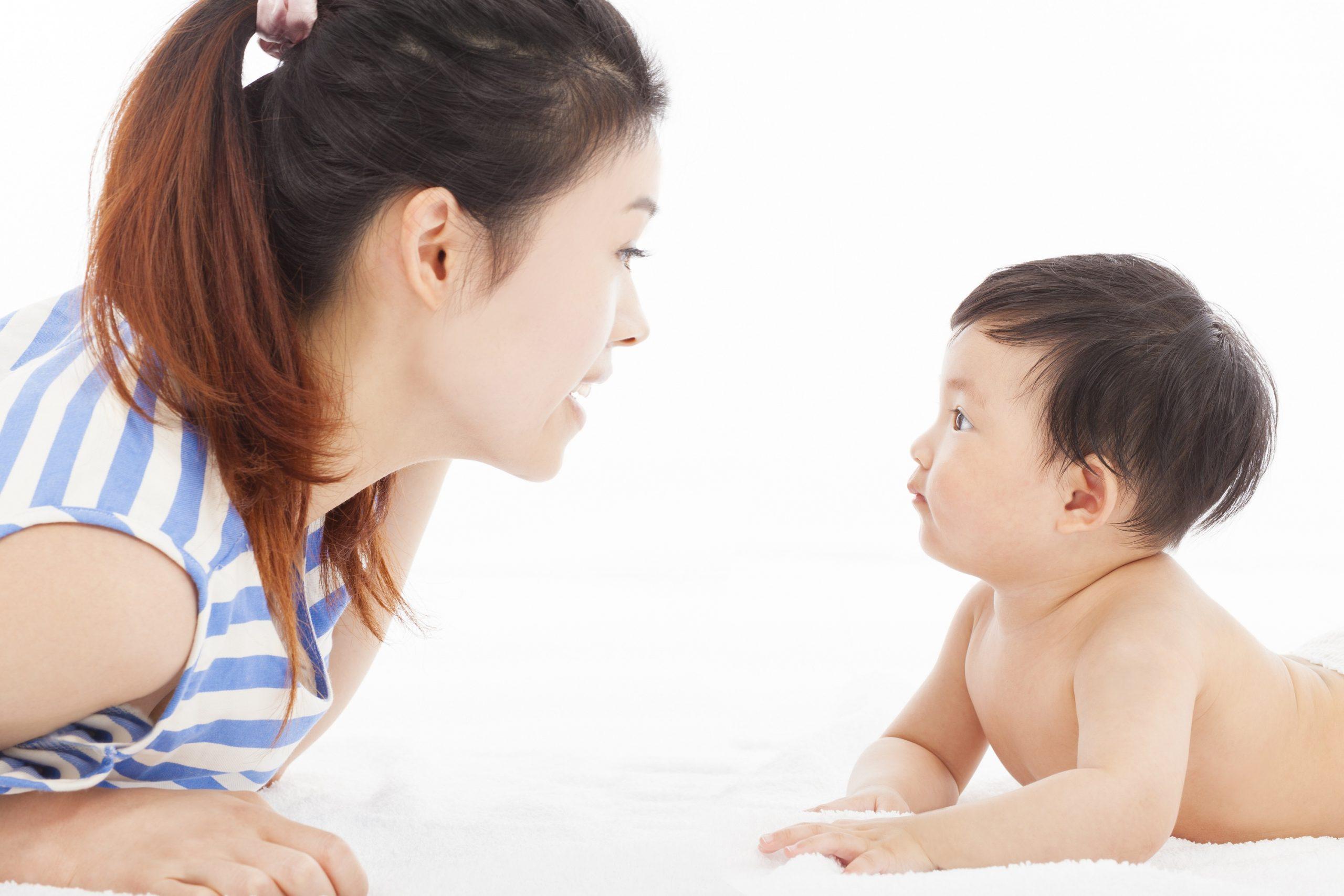 Trong mùa dịch mẹ nên lưu ý con trẻ tránh khỏi tình trạng cận thị