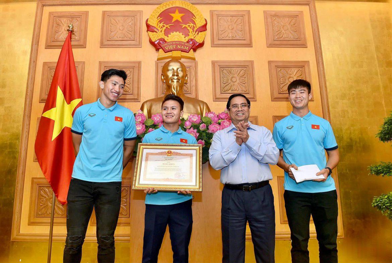 Thủ tướng chính phủ trao bằng khen cho công lao của ĐT bóng đá Việt Nam